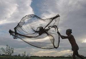 pescatore-indiano-lancia-rete